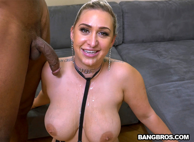 Thick milf riding dick