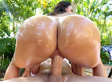 bangbros-stalking-that-booty-assparade-julianna-vega-pornstar-xxx-online-sex-video